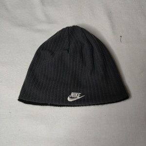 Nike reversible black and gray beanie. Clean!